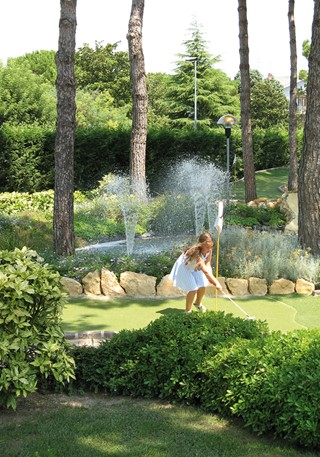 Girl on fairway in front of a fountain